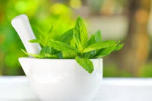 The Top 6 Proven Benefits and Uses of Peppermint Essential Oil