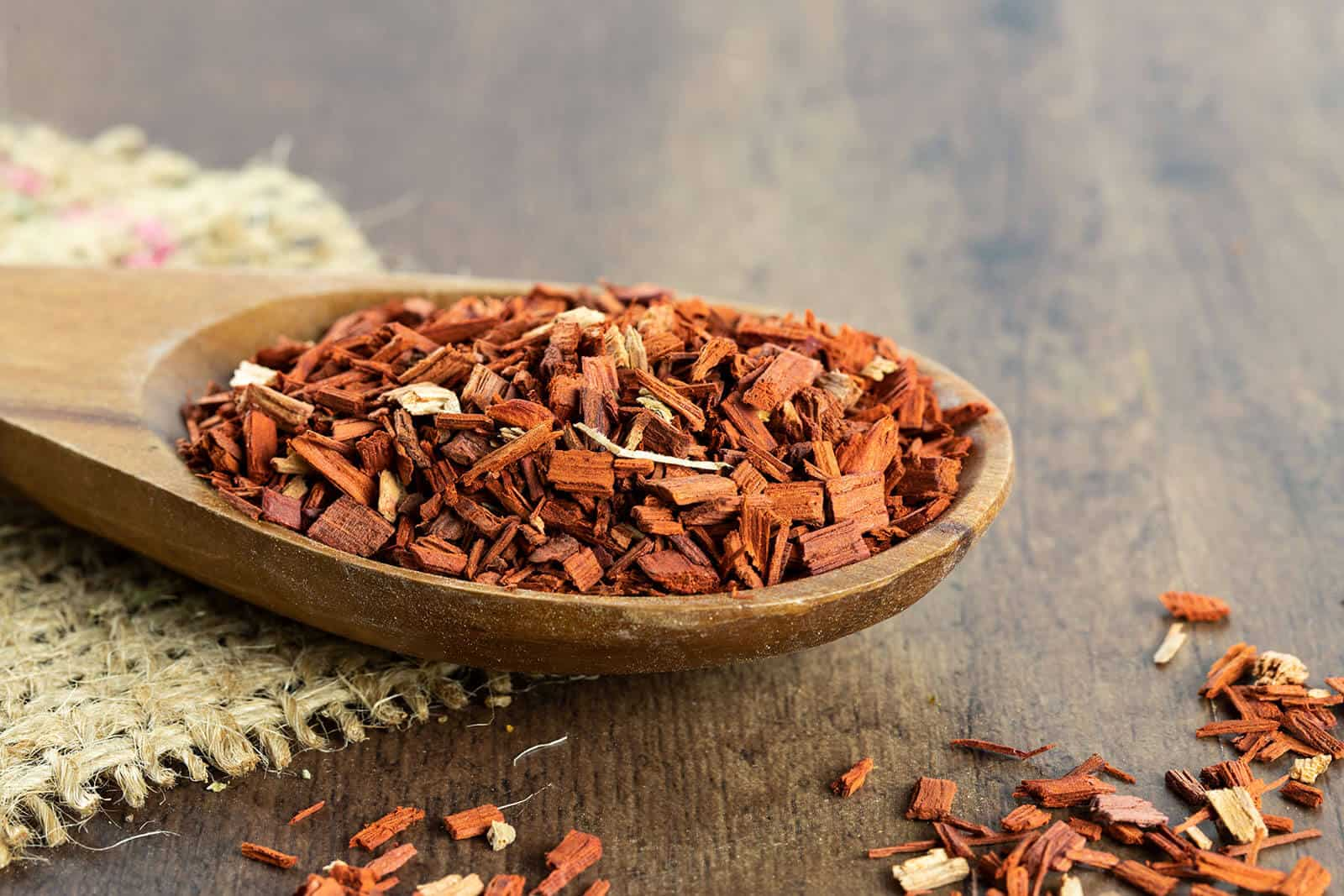 The Top 6 Proven Benefits and Uses of Sandalwood Essential